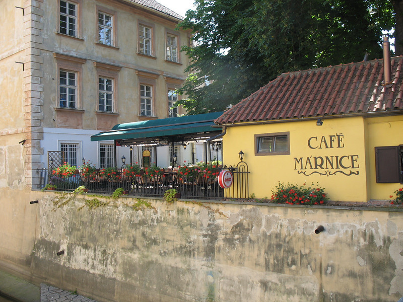This cafe used to be a mortuary  (True)