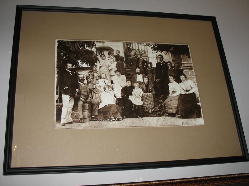 Photo of the Dvorak family in Spillville, Iowa (1893)