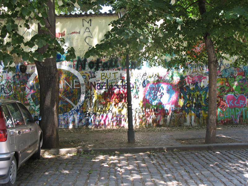 Yep! They have grafitti too