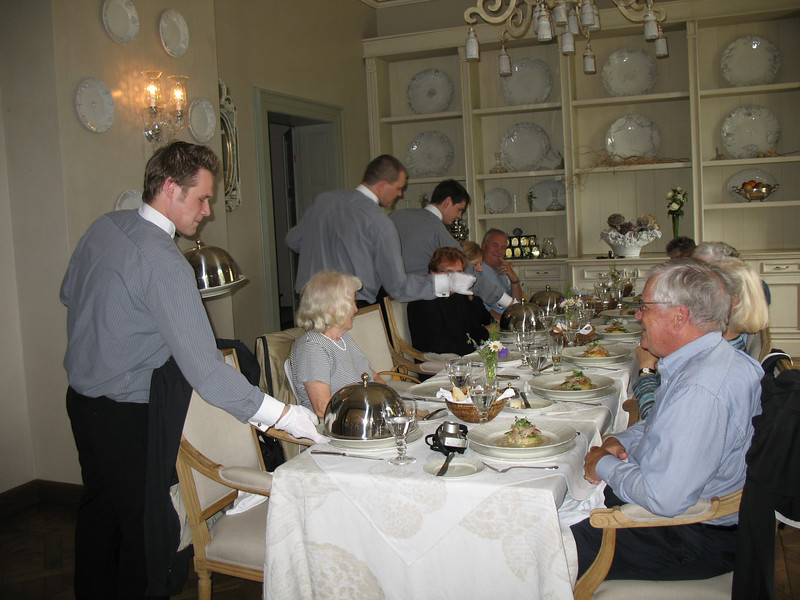 Elegant Dining - Chateau Mcely
