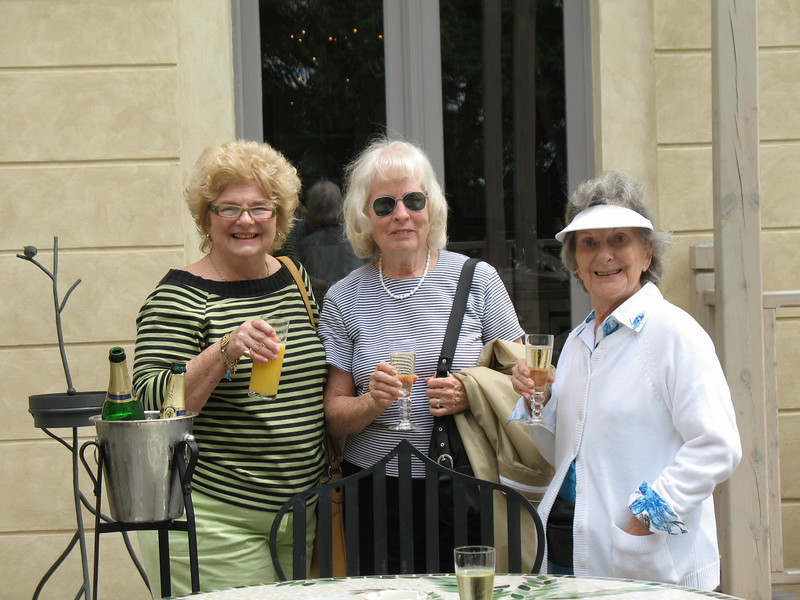 Judith, Natalie and Charlotte - Chateau Mcely patio
