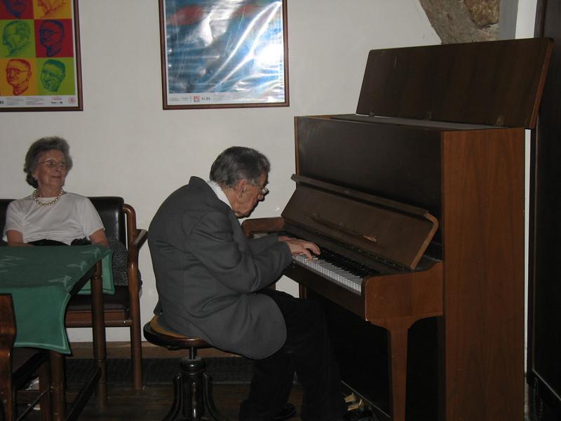 "Pavel Ondrusak entertaining us by playing ""The Moldau"""