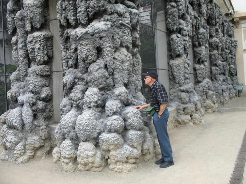 Wallenstein Gardens - Artificial stalactite wall with grottoes and an aviary
