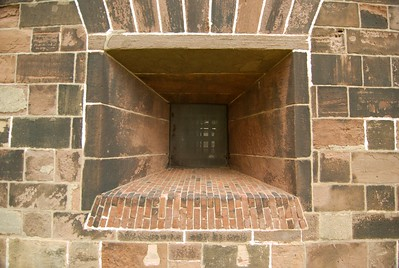 No digging out of this place... Castle Williams' walls are made of red sandstone eight feet thick and rise to a height of 40 feet. Twenty-seven 35-pounder cannons lined the lower tier; thirty-nine 20-pounders, the second tier.