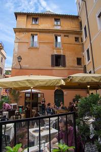 Outdoor Cafe near Colloseo
