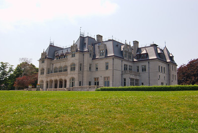 The Breakers is a Vanderbilt mansion located on Ochre Point Avenue, Newport, Rhode Island, on the Atlantic Ocean. ( 41°28′11″N, 71°17′55″W). It is a National Historic Landmark, and is owned and operated by the Preservation Society of Newport County.