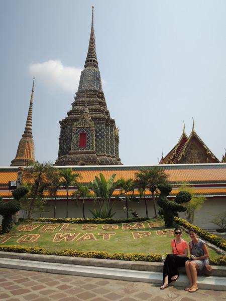 Chedis and cousins at Wat Po.