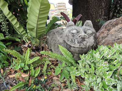 Even the stone cats smile.  Ok, so I might have counted this one.