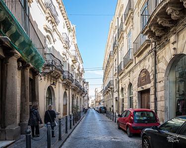 Strolling down via della Maestranza