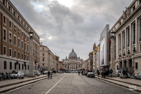 Looking towards St. Petere's Basilica from Via della Conciliazione
