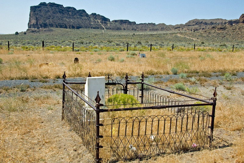 More Fort Rock cemetery.