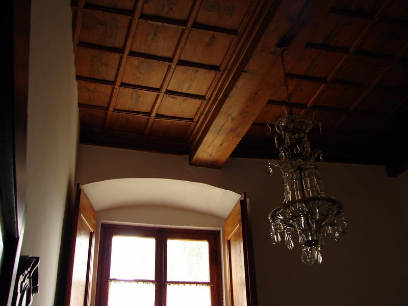 Beautiful high ceilings and chandaliers.