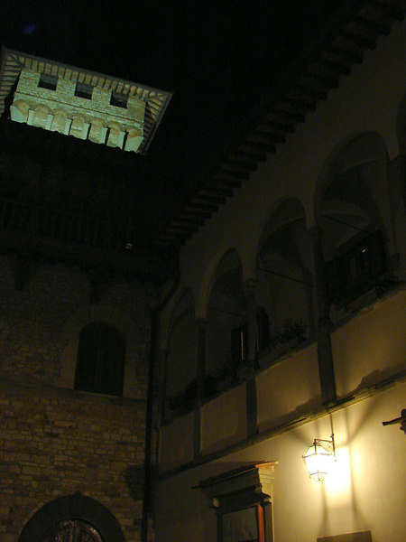 Castello Vicchimaggio at night
