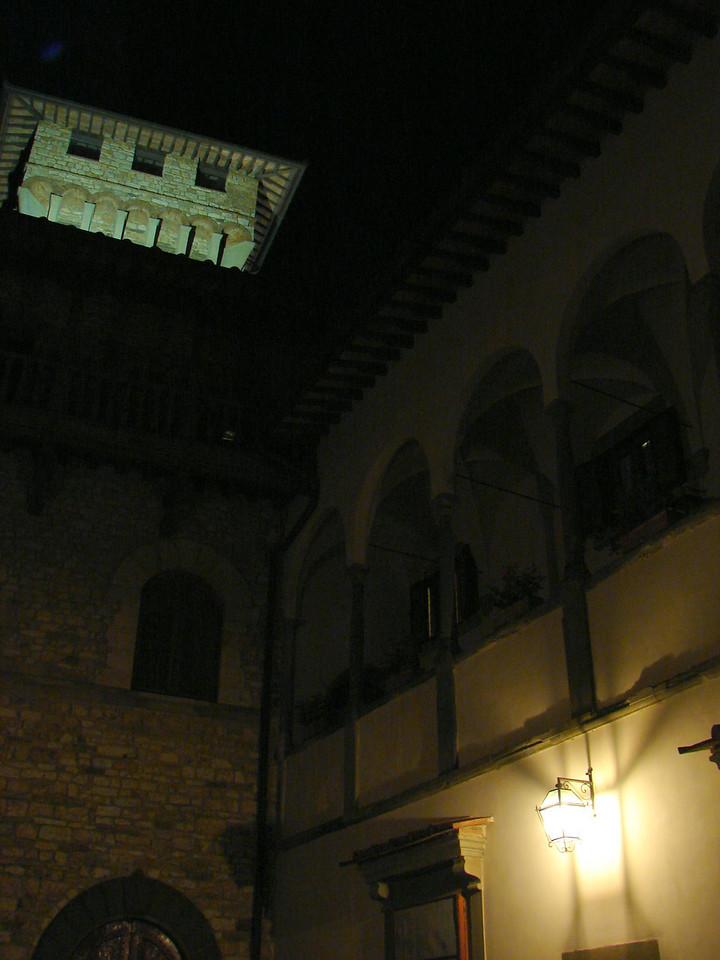 Castello Vicchimaggio at night