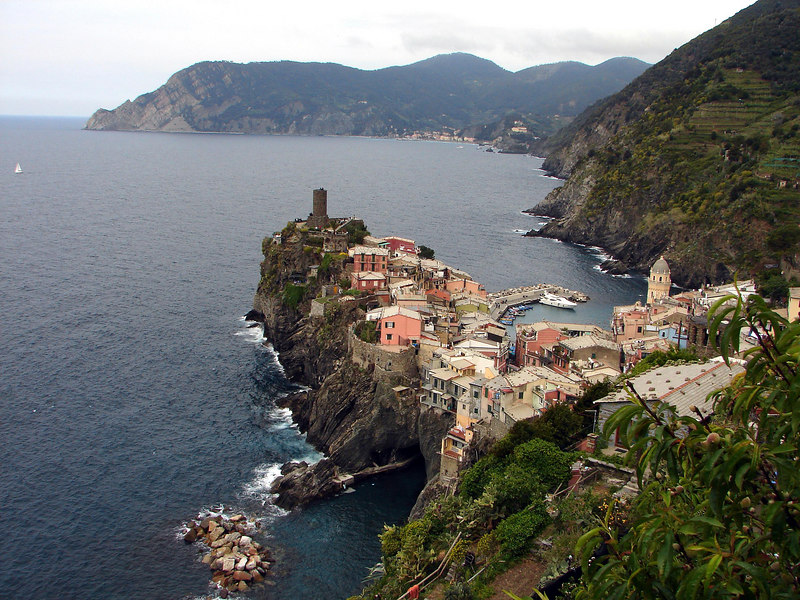 Looking down to Vernazza. particularly beautiful and massivly overcrowded.