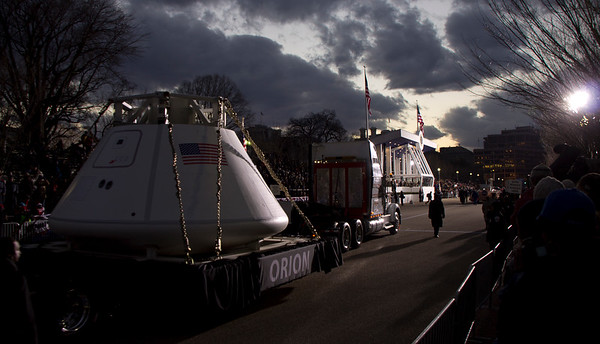 Curiosity and the Orion capsule passing in front of the presidential viewing area