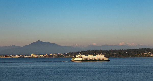 The ferry Kittitas, with Mt. Pilchuck (left) and Glacier Peak in the far distance