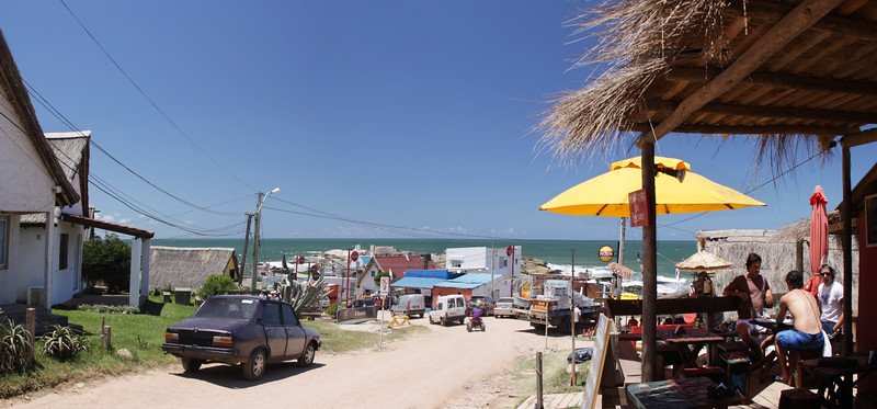 Mainstreet Punta del Diablo - it is indeed a sleepy surfing/fishing village