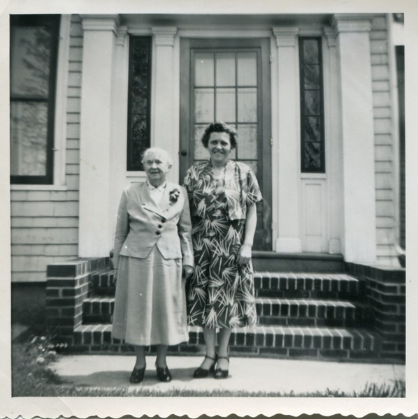 1953 Alice and Ruth VanDeventer
