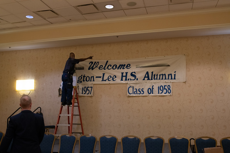 Washington-Lee Sign Being Reinstalled
