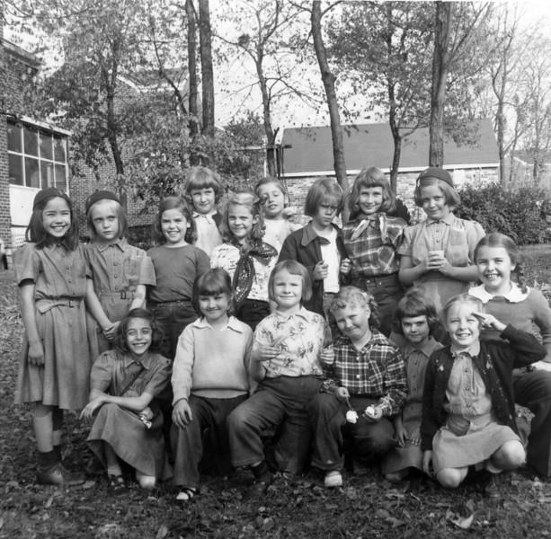 019 1952 -abt- Brownie Troop