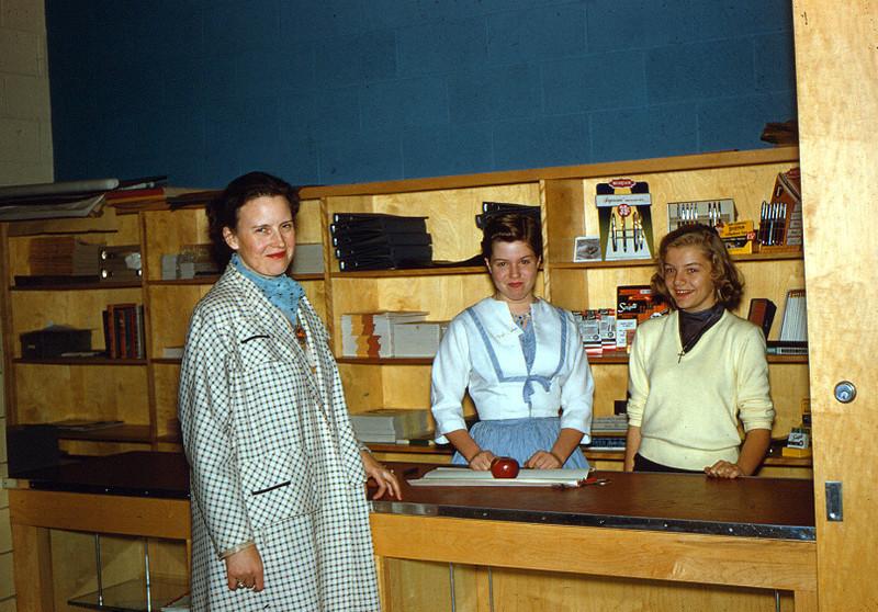 049 1955_SCH_SWN_schoolstore