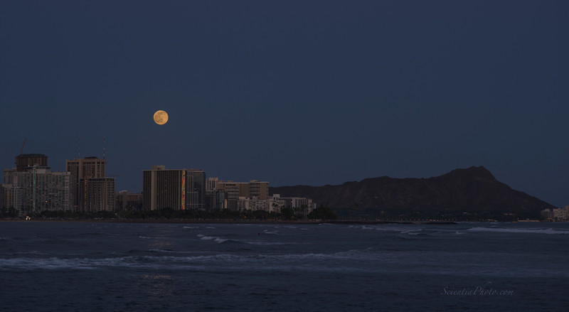 Moonrise ove Waikiki from Kaka'ako Park July 1, 2015