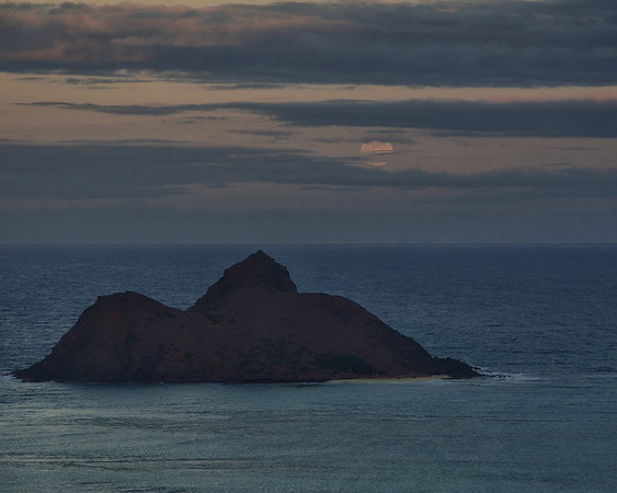Moonrise from Lanikai Ridge
