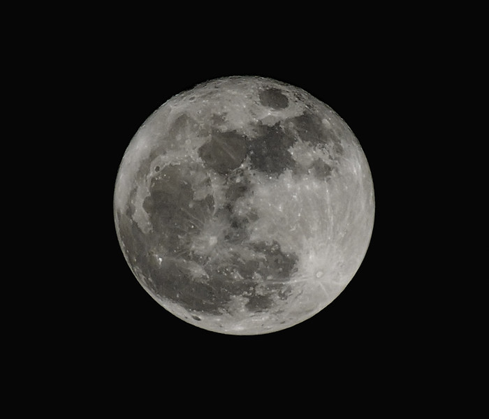 Full Mooon a Week Later (300 mm telephoto)