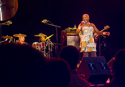 Angelique Kidjo active  © Robert Ash
