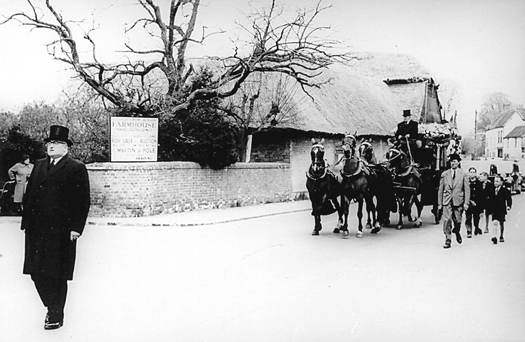 <center><font size=3><u> -Bert Passey's funeral, 1962 -  </u></font> (BS0519) Good shot of College Farm in the background.  <center>