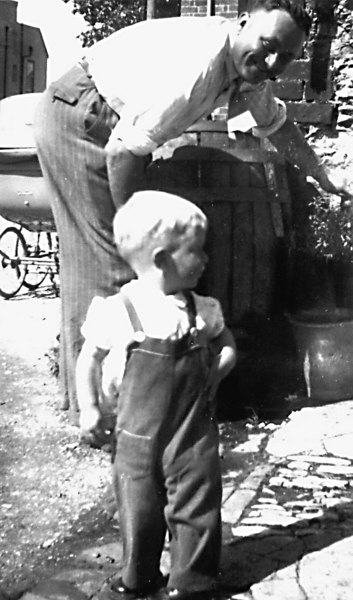 <center><font size=3><u> - Freddy Parks & Stephen Lane in B'ham Yard - 1953 - </u></font> (BS0298)  Fredie Parks filling water from stand pipe at No 1 B'ham Yard. The only water for 2A to 4 until  1966/67.  Boy is Stephen Lane </center>