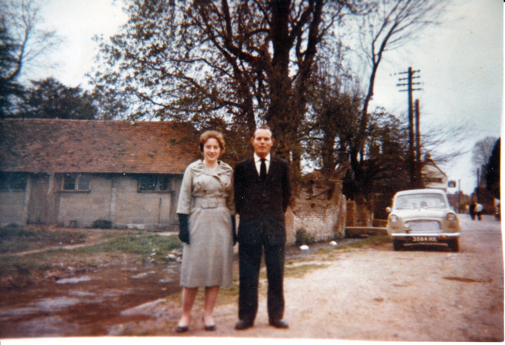 <font size=3><u> - Mary Passey and Tony Cook - </u></font> (BS0529) Photographed on 30 April 1962 in Brook Street - opposite Farmers Man.