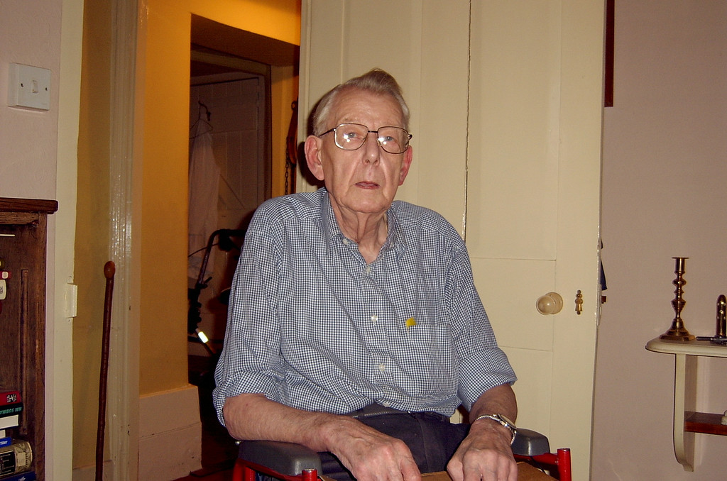 <font size=3><u> - Fred Smith - </u></font> (BS1001)  Photographed at his home in 2005.