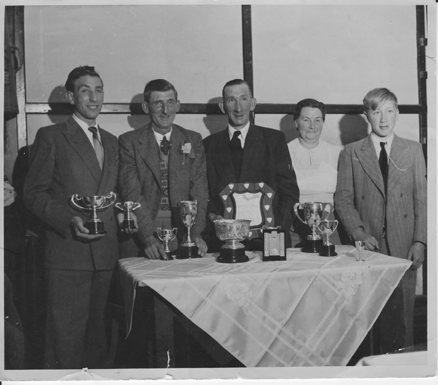 <center><font size=3><u> - Fishing Awards 1951 -  </u></font> (BS1199)  Benson Angling Club Awards presentation Village Hall.  From Left to Right - Bill Biggs, 'Dobbin' Bond, Mr Bayliss, Mrs Wells & ?Boy Bayliss. <center>