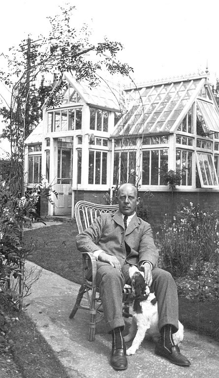<center><font size=3><u> - Arthur Jenkins - 1923 - </u></font> (BS0296)  In the garden of Blenheim House(now Littleworth End) </center>