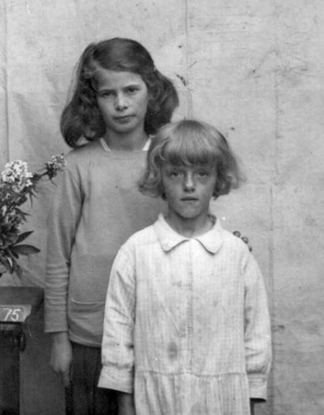 <font size=3><u> - Portrait of Two Children - </u></font> (BS0163)  Eva Vocking (nee Beal) at back. Girl in front unknown.