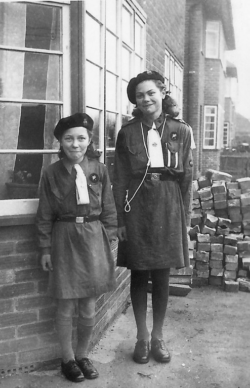 <font size=3><u> - Brenda & Pauline Carter 1947 - </u></font> (BS1341)  Outside the former Council Houses in Brook Street