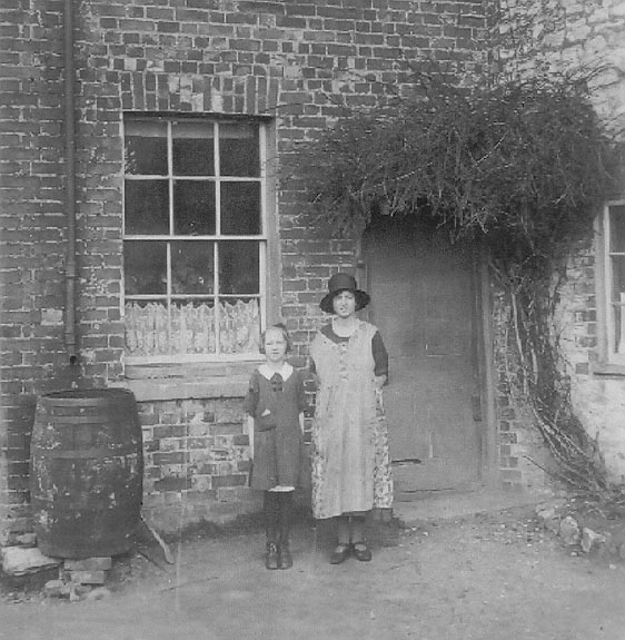 <font size=3><u> - Alice Lane with her elder sister - </u></font> (BS0687)  Photographed at the back door of the Old Surgery, 1925.