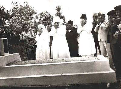 At the grave of Hazrat Maulvi Nazir Ali