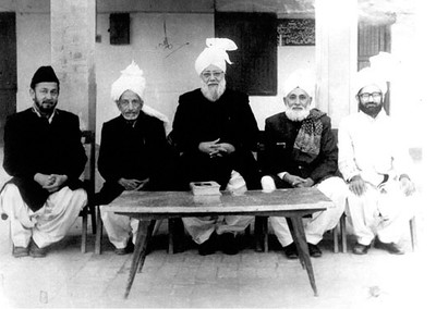 Hazrat Khalifatul Masih III with members that represented Ahmadiyya Muslim Jama'at in National Assembly of Pakistan in 1974