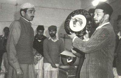 Hazrat Sahibzada Mirza Tahir Ahmad at horse racing in Rabwah