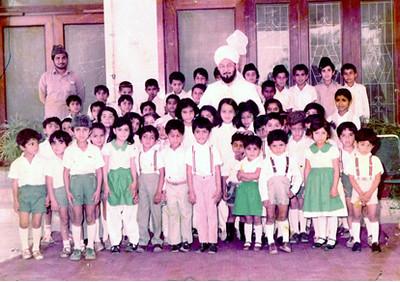 Children with their beloved Khalifatul Masih IV