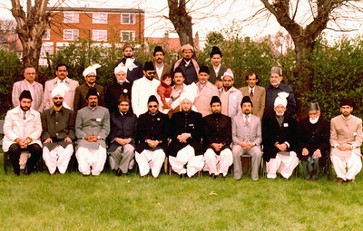 Some members of Pakistan Delegation to 1985 Jalsa Salana UK with Hazrat Khalifatul Masih (IV) in London