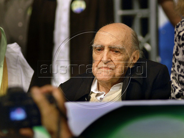 Brasilian architect Oscar Niemeyer participates at a meeting, with artists and intellectuals, of presidential candidate Dilma Roussef of PT, Partido dos Trabalhadores, (Workers Party),  Rio de Janeiro, Brazil, october 18, 2010.  (Austral Foto/Renzo Gostoli)