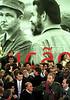 Fidel Castro, presidente de Cuba, elogia la obra del arquitecto Oscar Niemeyer (izq.), durante un discurso en el Museo de Arte Contemporaneo en Niteroi, Rio de Janeiro, Jun. 30, 1999. En el acto, Castro recibio la condecoracion Comenda de Arariboia, entregada por el alcalde de Niteroi. Castro permanece en Rio de Janeiro en donde participo de la Cumbre de paises de la Union Europea, de America Latina y el Caribe.  (Austral Foto/Renzo Gostoli)