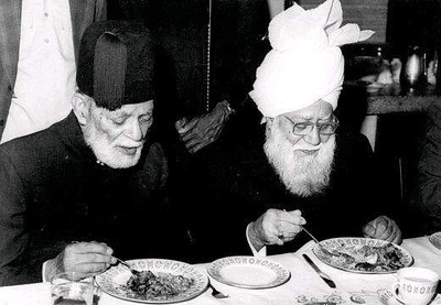 Having food with Hazrat Khalifatul Masih III (rh)