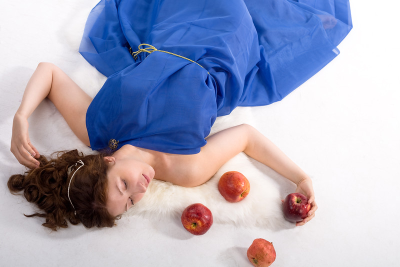 Lying lady with apples