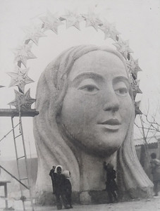 The Virgin's head under construction and it's massive size.  Photo from inside the monument.