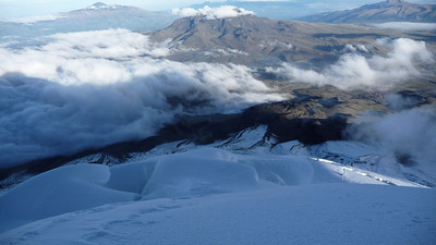 Glacier, volcanoes in the distance, clouds, sun, ... an amazing day.